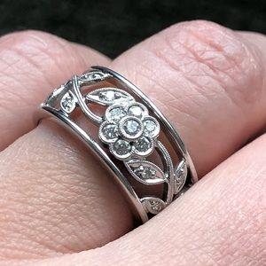 Simon G white gold flower ring with diamonds Sz. 7